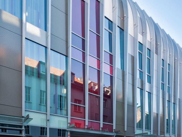 Farbiges Glas SGG STADIP COLOR | Saint-Gobain Building Glass